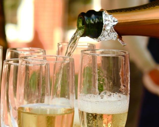 champagne-2407247_1280-1200x514